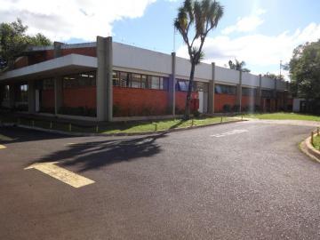 Comercial / Barracão em Ponta Grossa Alugar por R$15.000,00