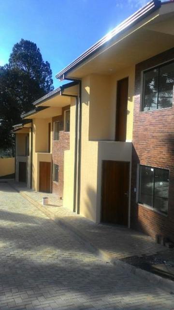 Casa / Sobrado em Ponta Grossa , Comprar por R$135.000,00