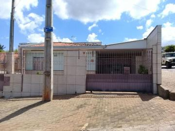 Alugar Casa / Padrão em Ponta Grossa. apenas R$ 850,00