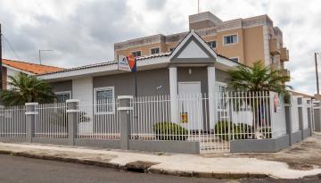 Casa / Padrão em Ponta Grossa Alugar por R$1.650,00
