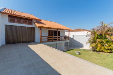 Alugar Casa / Padrão em Ponta Grossa. apenas R$ 2.500,00