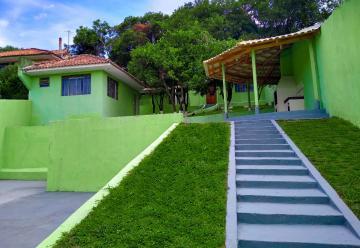 Casa / Padrão em Ponta Grossa Alugar por R$800,00