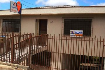 Alugar Casa / Padrão em Ponta Grossa. apenas R$ 1.150,00