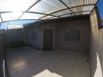 Alugar Casa / Padrão em Ponta Grossa. apenas R$ 750,00