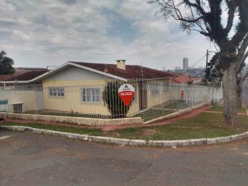 Casa / Padrão em Ponta Grossa Alugar por R$1.500,00