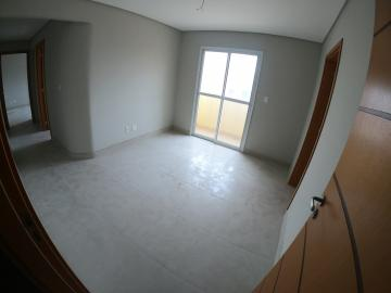 Alugar Apartamento / Padrão em Ponta Grossa. apenas R$ 1.260,00