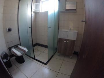 Alugar Apartamento / Padrão em Ponta Grossa R$ 900,00 - Foto 2