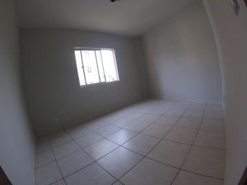 Alugar Apartamento / Padrão em Ponta Grossa R$ 900,00 - Foto 4