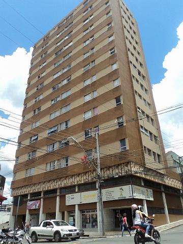 Apartamento / Padrão em Ponta Grossa Alugar por R$900,00