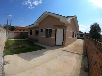 Casa / Padrão em Ponta Grossa Alugar por R$1.300,00