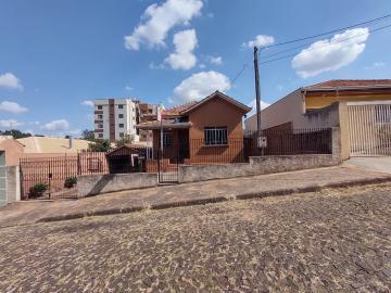 Alugar Casa / Padrão em Ponta Grossa. apenas R$ 800,00