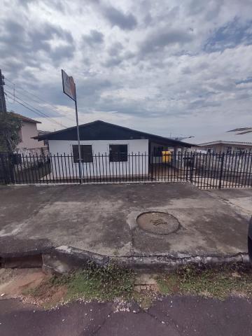 Casa / Padrão em Ponta Grossa Alugar por R$950,00