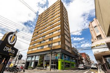 Apartamento no centro, em frente ao Itaú