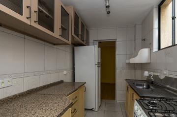 Apartamento semimobiliado no Conjunto Monteiro Lobato